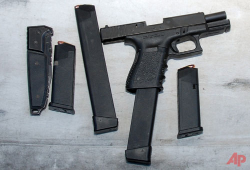 Weapons-including-a-gun-magazines-and-a-knive--January-2011-PhotoAP-Pima-County-Sheriff
